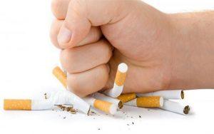 Sunt românii de acord cu legea care interzice fumatul în spaţiile publice?