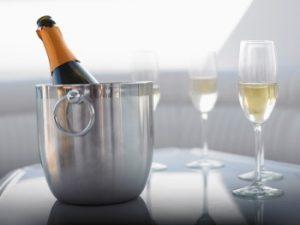 Vinurile efervescente, echivalate de către consumatori cu şampania